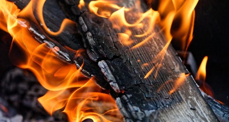 Verbrennen von Material im Alm und Waldbereich - Meldepflichten
